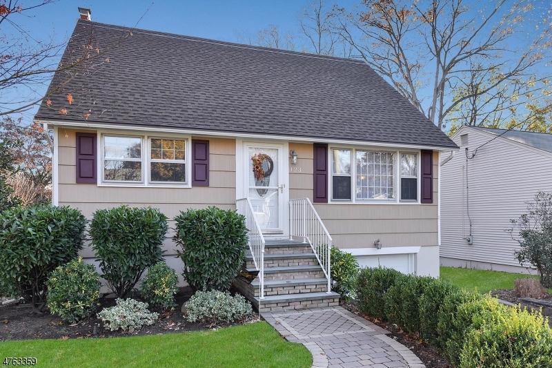 Частный односемейный дом для того Продажа на 123 Clinton Avenue Hillsdale, Нью-Джерси 07642 Соединенные Штаты