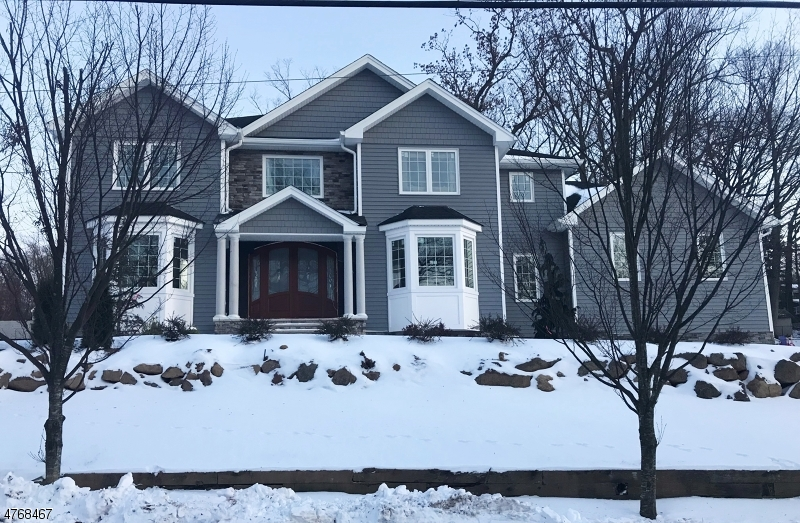 Einfamilienhaus für Verkauf beim 74 Forest Avenue Caldwell, New Jersey 07006 Vereinigte Staaten