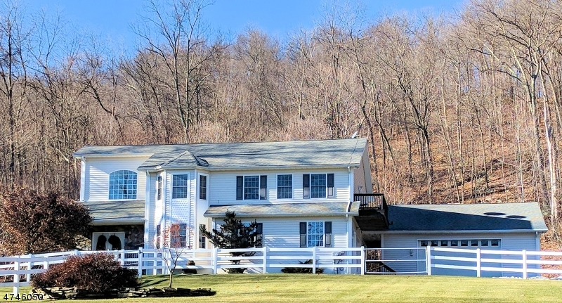 Single Family Home for Sale at 32 Lounsberry Hollow Road Vernon, New Jersey 07462 United States