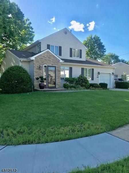 Частный односемейный дом для того Продажа на 22 HAZLET Avenue Hazlet, Нью-Джерси 07730 Соединенные Штаты