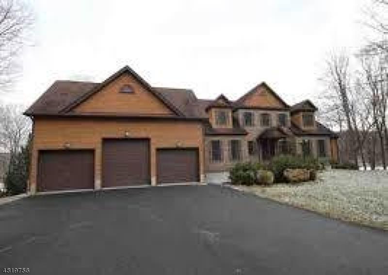 Casa Unifamiliar por un Venta en 7 BONNIE GLEN Court Andover, Nueva Jersey 07860 Estados Unidos