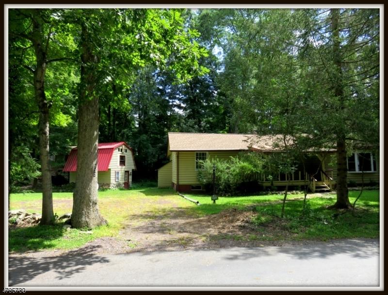 獨棟家庭住宅 為 出售 在 932 East Walnut Drive Stillwater, 新澤西州 07860 美國
