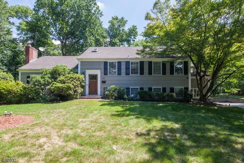 Частный односемейный дом для того Аренда на 381 WALNUT Street Livingston, Нью-Джерси 07039 Соединенные Штаты