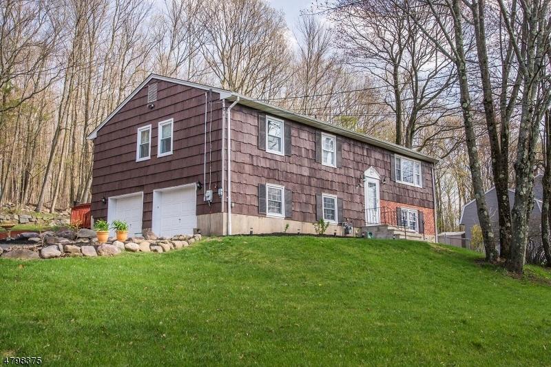 独户住宅 为 销售 在 102 Wesley Drive 西米尔福德, 新泽西州 07480 美国