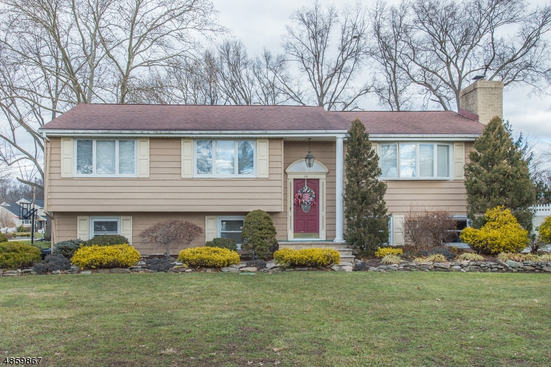 Tek Ailelik Ev için Satış at 26 GLENROY Road Fairfield, New Jersey 07004 Amerika Birleşik Devletleri