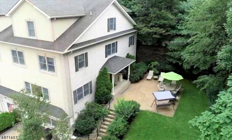 Кондо / дом для того Продажа на 24 LANE Avenue Caldwell, Нью-Джерси 07006 Соединенные Штаты