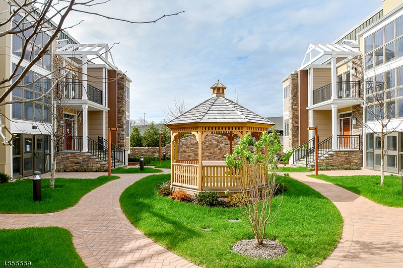 Condo / Townhouse for Sale at Summit, New Jersey 07901 United States