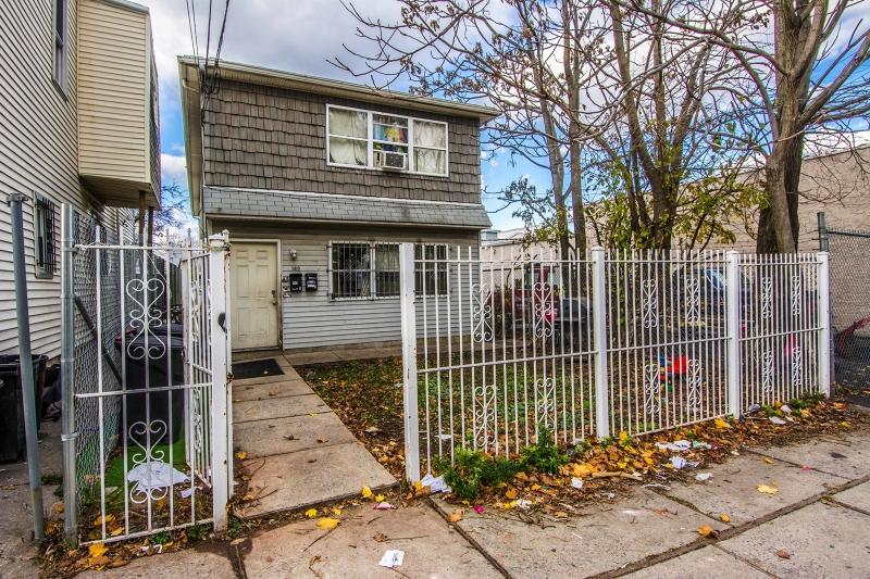 Additional photo for property listing at 160 5th Street  Elizabeth, Нью-Джерси 07206 Соединенные Штаты