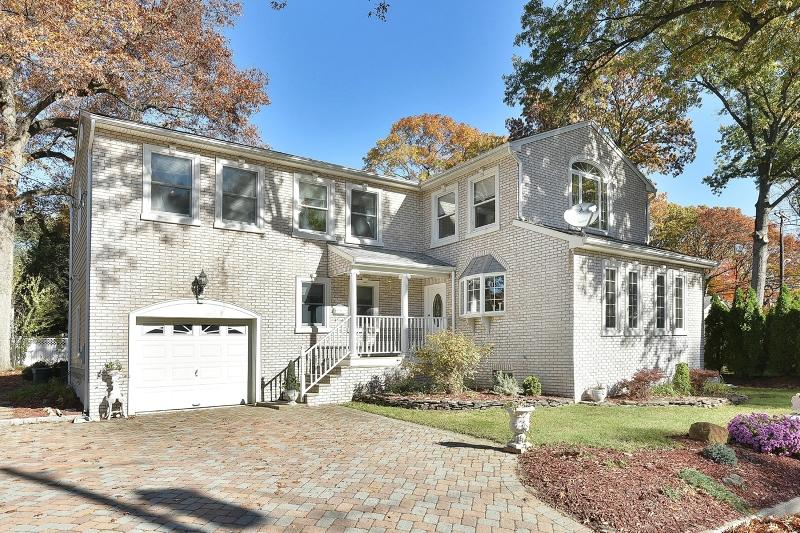 独户住宅 为 销售 在 73 Lincoln Avenue Woodcliff Lake, 07677 美国