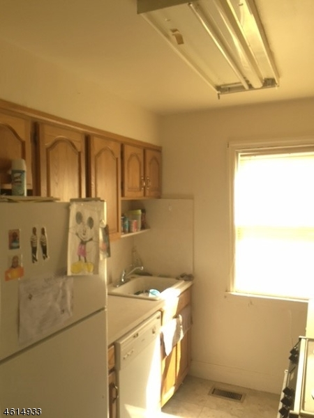 Additional photo for property listing at 52 E 6th Street  克利夫顿, 新泽西州 07011 美国