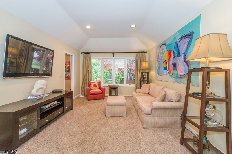 Additional photo for property listing at 61 Roosevelt Blvd  Caldwell, New Jersey 07006 États-Unis