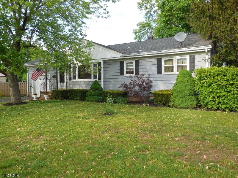 Частный односемейный дом для того Продажа на 12 N 15th Avenue Manville, Нью-Джерси 08835 Соединенные Штаты