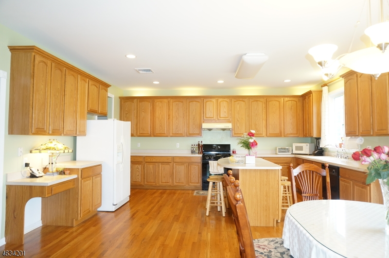 Additional photo for property listing at 12 BRIARWOOD Court  Whippany, Nueva Jersey 07981 Estados Unidos
