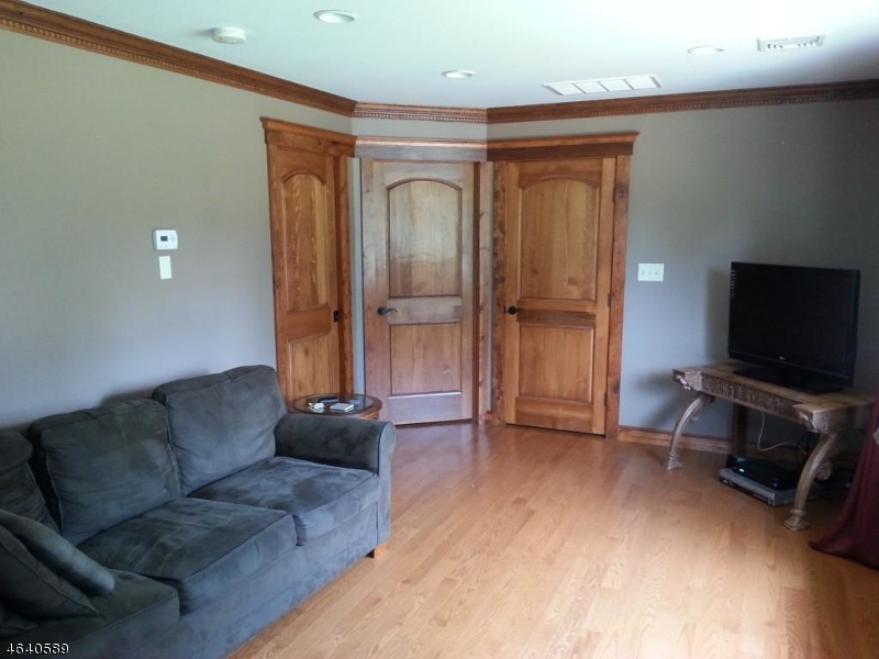 Additional photo for property listing at 707 Chester Avenue  Branchburg, Нью-Джерси 08853 Соединенные Штаты