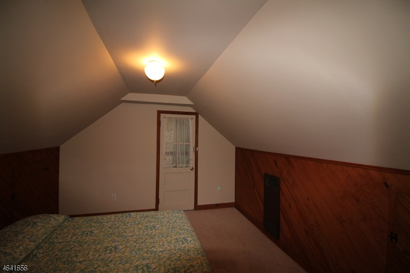 Additional photo for property listing at 94 Lakeside Dr N  Belvidere, 新泽西州 07823 美国
