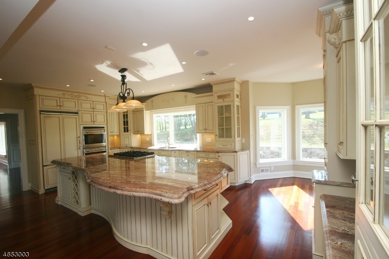 Additional photo for property listing at 104 Summerfields Drive  Neshanic Station, New Jersey 08853 États-Unis