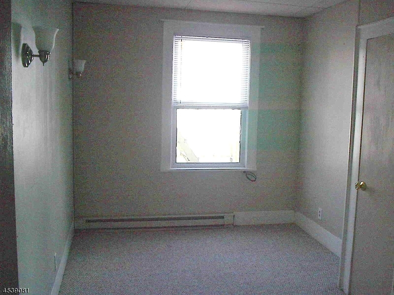 Additional photo for property listing at 340 N 11th Street  Haledon, Nueva Jersey 07508 Estados Unidos