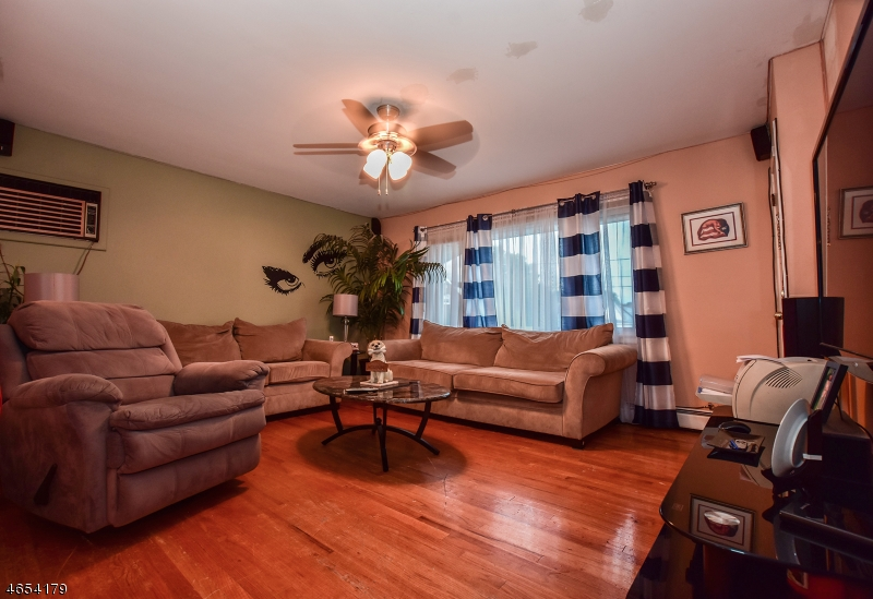 Additional photo for property listing at 1 Chestnut Grove Avenue  Woodland Park, New Jersey 07424 États-Unis