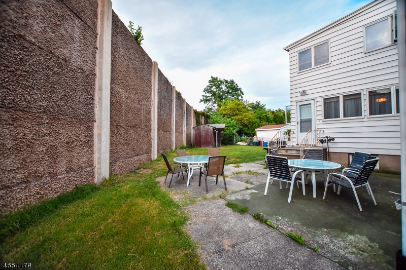 Additional photo for property listing at 1 Chestnut Grove Avenue  Woodland Park, Nueva Jersey 07424 Estados Unidos