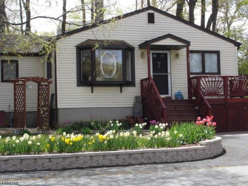 Частный односемейный дом для того Продажа на 38 Rogerene Way Landing, 07850 Соединенные Штаты
