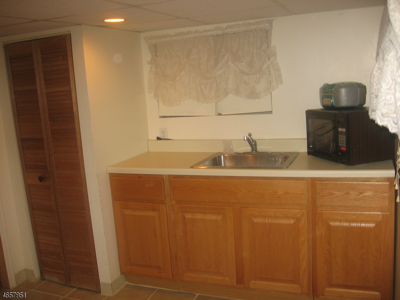 Additional photo for property listing at 121 N 12th Street  Haledon, New Jersey 07508 États-Unis