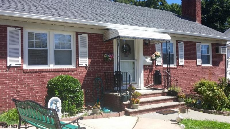 Частный односемейный дом для того Продажа на 29 Moore Ter West Orange, Нью-Джерси 07052 Соединенные Штаты