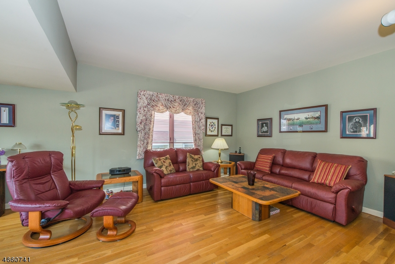 Additional photo for property listing at 12 Ridge Avenue  Little Falls, Nueva Jersey 07424 Estados Unidos