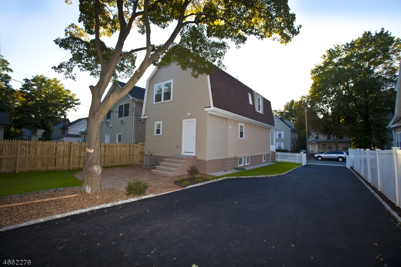 Additional photo for property listing at 188 Brighton Avenue  East Orange, New Jersey 07017 États-Unis