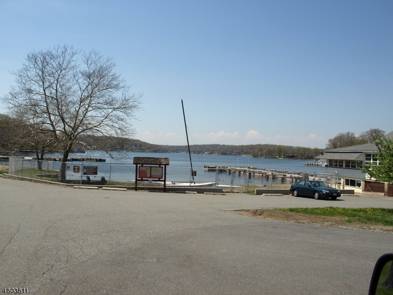 Additional photo for property listing at 8 Redwood Lane  Lake Hopatcong, 新泽西州 07849 美国