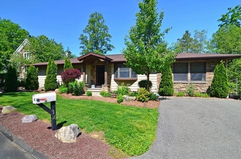 独户住宅 为 销售 在 14 Old Lake End Road Newfoundland, 新泽西州 07435 美国