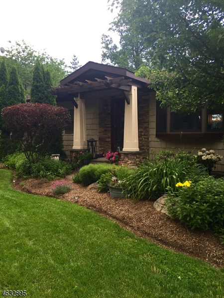 Maison unifamiliale pour l Vente à 14 Old Lake End Road Newfoundland, New Jersey 07435 États-Unis
