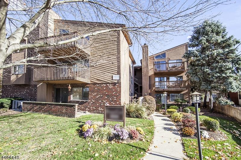Частный односемейный дом для того Продажа на 555 Riverside Avenue Rutherford, Нью-Джерси 07070 Соединенные Штаты