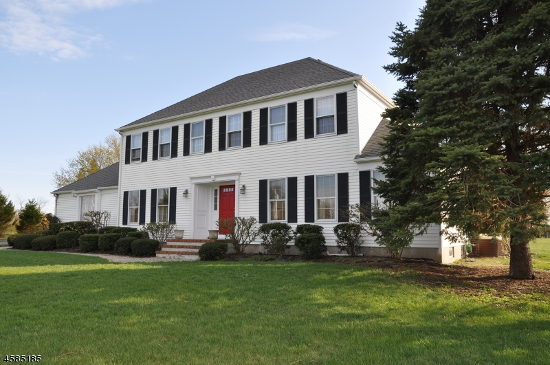 Частный односемейный дом для того Продажа на 641 Case Road Neshanic Station, 08853 Соединенные Штаты