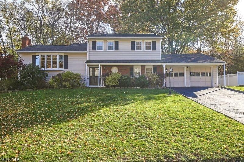 Частный односемейный дом для того Продажа на 1587 Brookside Road Mountainside, 07092 Соединенные Штаты