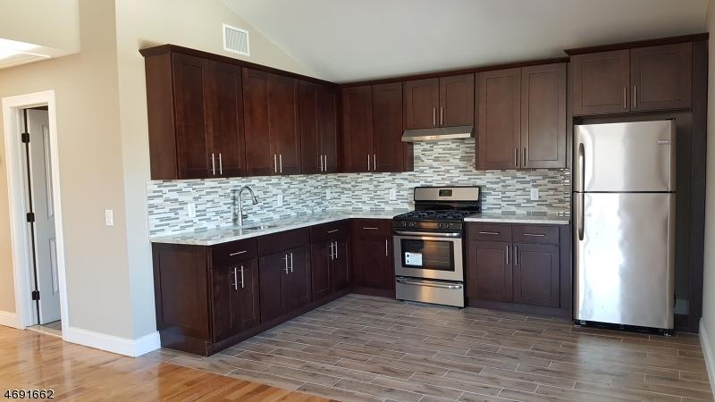 Частный односемейный дом для того Аренда на 373 Capitol St 2 Saddle Brook, Нью-Джерси 07663 Соединенные Штаты