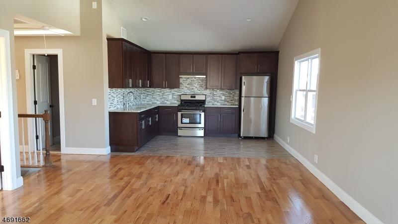 Casa Unifamiliar por un Alquiler en 373 Capitol St 2 Saddle Brook, Nueva Jersey 07663 Estados Unidos