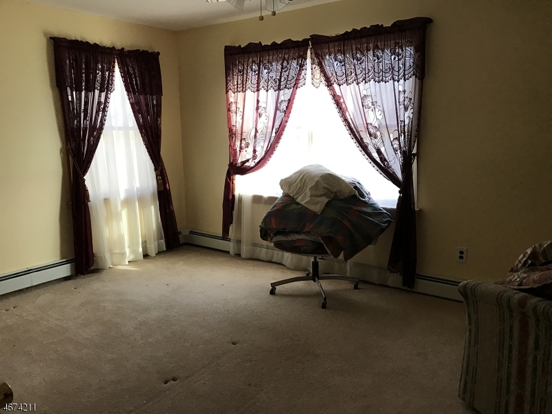 Additional photo for property listing at 145 Oakwood Drive  Wayne, New Jersey 07470 États-Unis