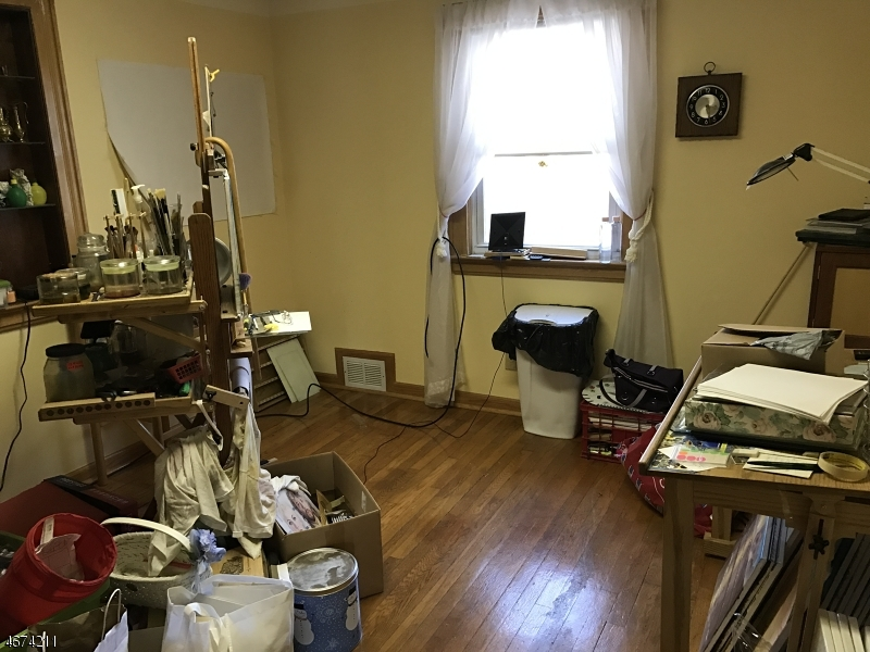 Additional photo for property listing at 145 Oakwood Drive  Wayne, Нью-Джерси 07470 Соединенные Штаты