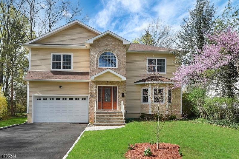 Maison unifamiliale pour l Vente à 20 Rocklynn Place Glen Rock, New Jersey 07452 États-Unis
