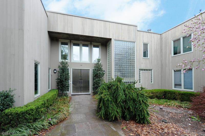 Maison unifamiliale pour l Vente à 718 Clove Lane Franklin Lakes, New Jersey 07417 États-Unis
