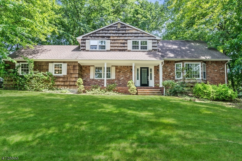 独户住宅 为 销售 在 8 Placeymouth Place 蒙特维尔, 新泽西州 07645 美国