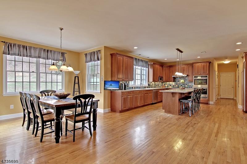 Casa Unifamiliar por un Alquiler en 17 Stoneybrook Road Washington, Nueva Jersey 07853 Estados Unidos