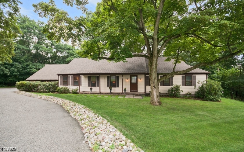 Nhà ở một gia đình vì Bán tại 6 Oak Street 6 Oak Street Chester, New Jersey 07930 Hoa Kỳ
