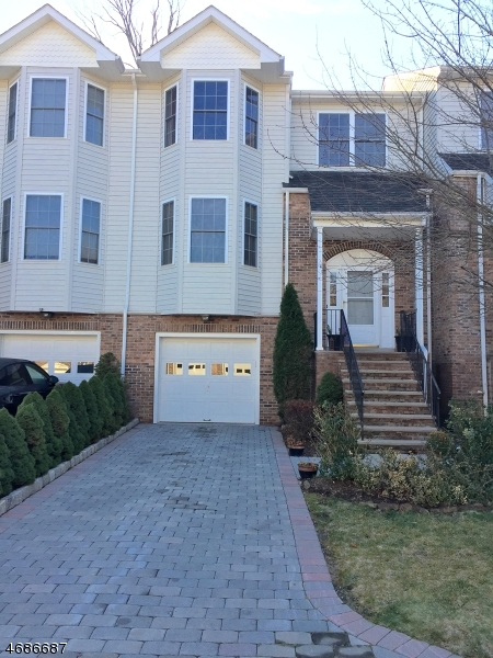 Single Family Home for Sale at 10 Silverleaf Court 10 Silverleaf Court Riverdale, New Jersey 07457 United States