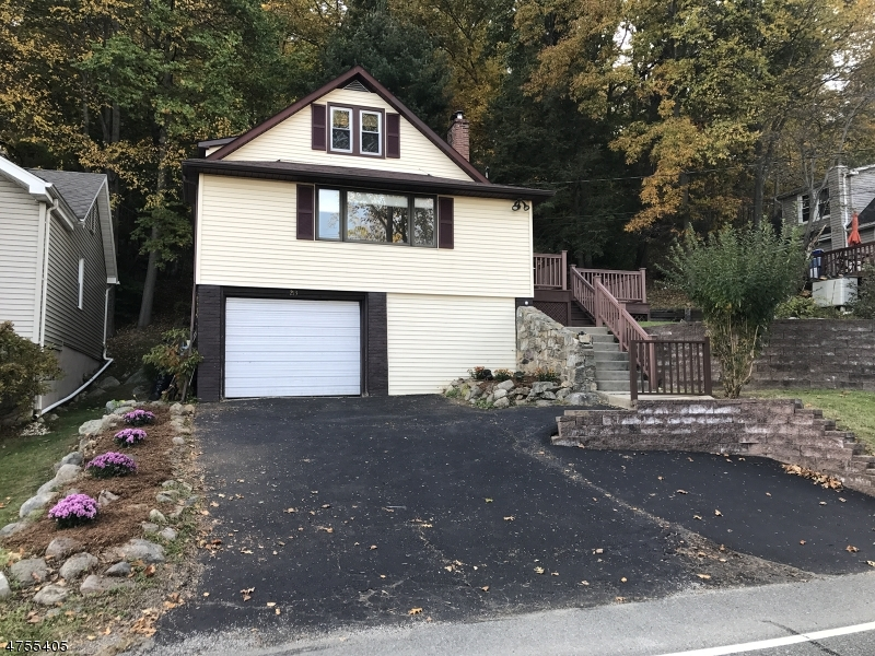 Частный односемейный дом для того Аренда на 213 Lakeside Avenue Hopatcong, Нью-Джерси 07849 Соединенные Штаты
