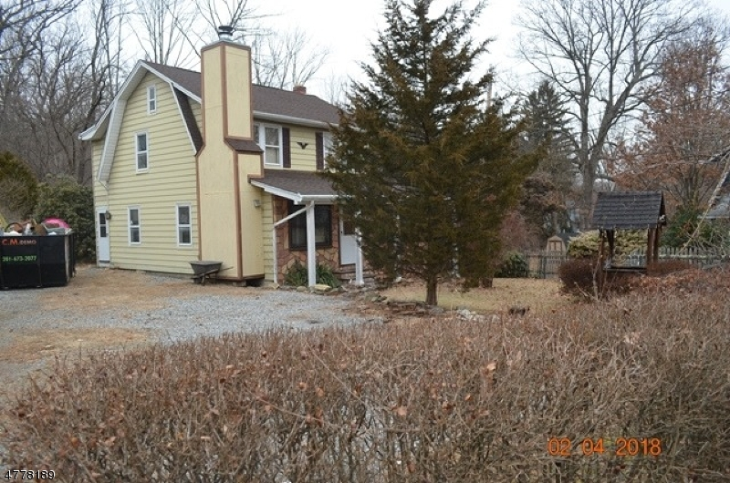 Single Family Home for Sale at 34 Pleasant View Avenue 34 Pleasant View Avenue Bloomingdale, New Jersey 07403 United States