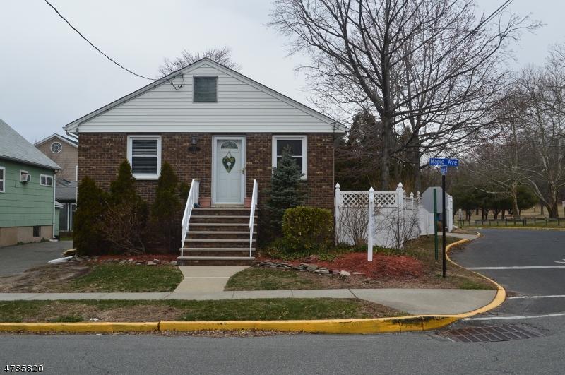 独户住宅 为 销售 在 315 Maple Avenue Wallington, 新泽西州 07057 美国