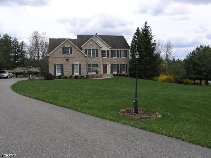 独户住宅 为 销售 在 4 Hilltop Road 米尔福德, 新泽西州 08848 美国