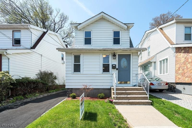 Nhà ở một gia đình vì Bán tại 394 Columbia Avenue Cliffside Park, New Jersey 07010 Hoa Kỳ