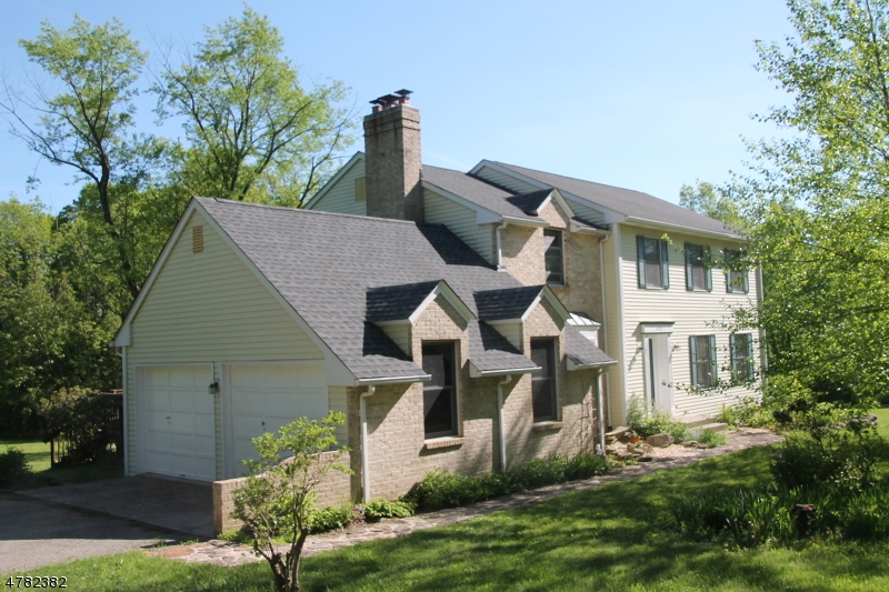 独户住宅 为 销售 在 630 FOX FARM Road 阿斯伯里, 新泽西州 08802 美国